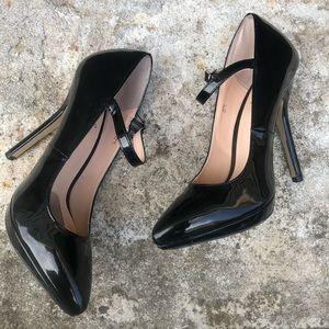 Signature Size 7 Sexy Classic Black Stiletto Heel